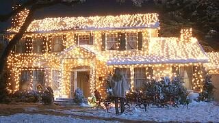 Griswold-house-Christmas-Vacation-movie-in-lights.jpg