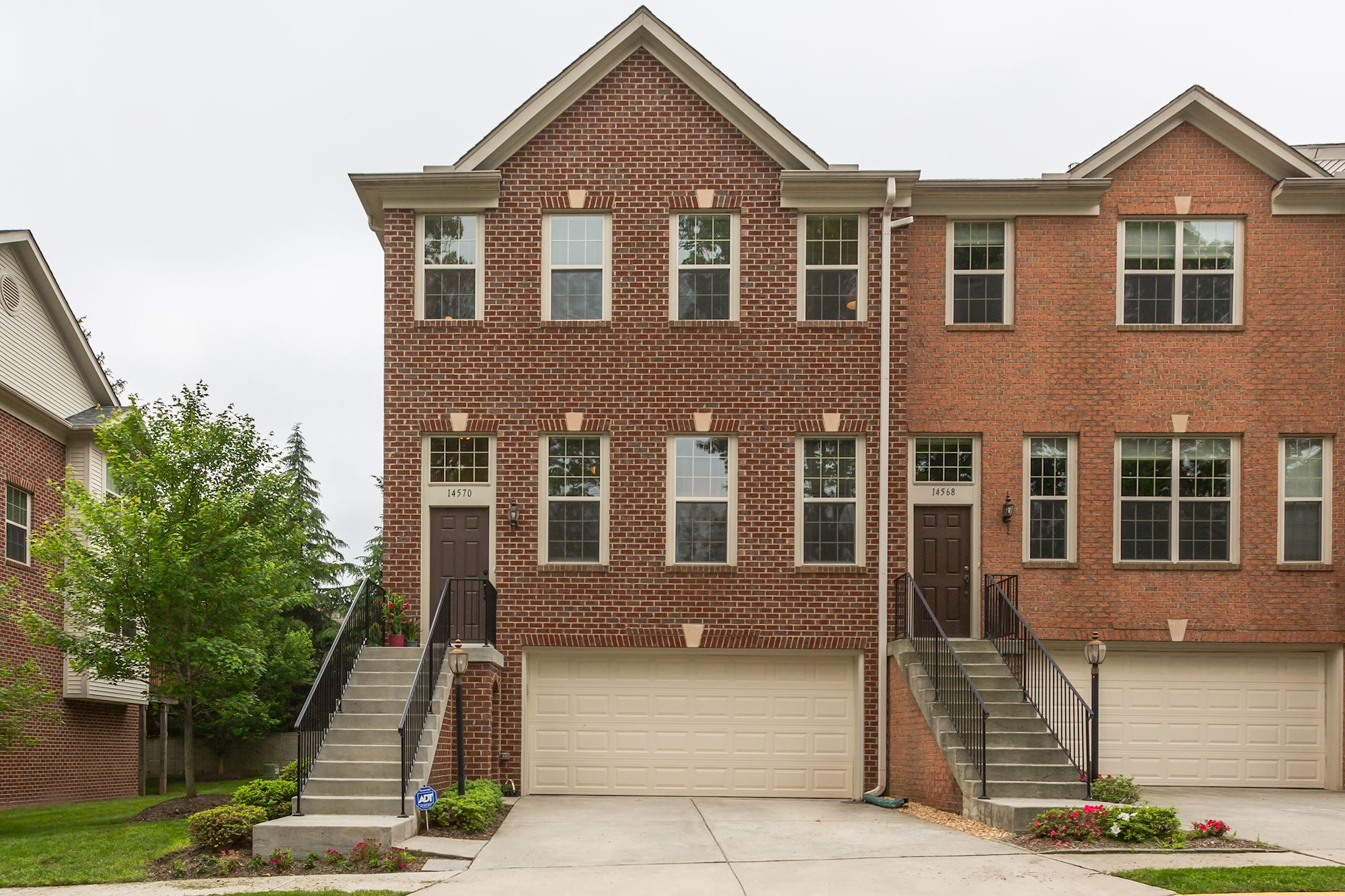 UNDER CONTRACT: 4 bd End-unit Townhouse in Centreville, VA