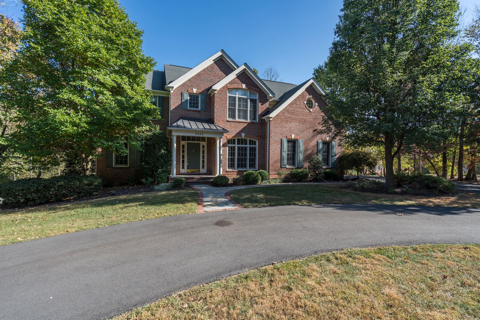 Gorgeous Colonial Home in Sully Estates