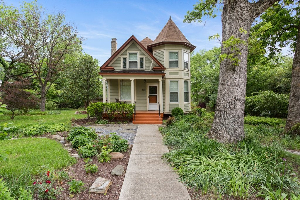 NEW LISTING: Historic Victorian Single Family Herndon Home