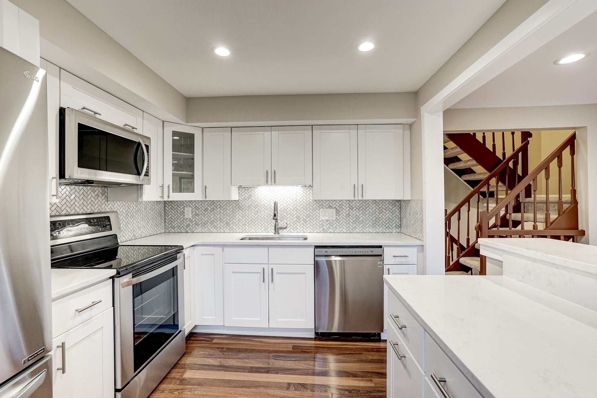 NEW LISTING: 3 BD Townhome With Remodeled Kitchen in Oakton, VA
