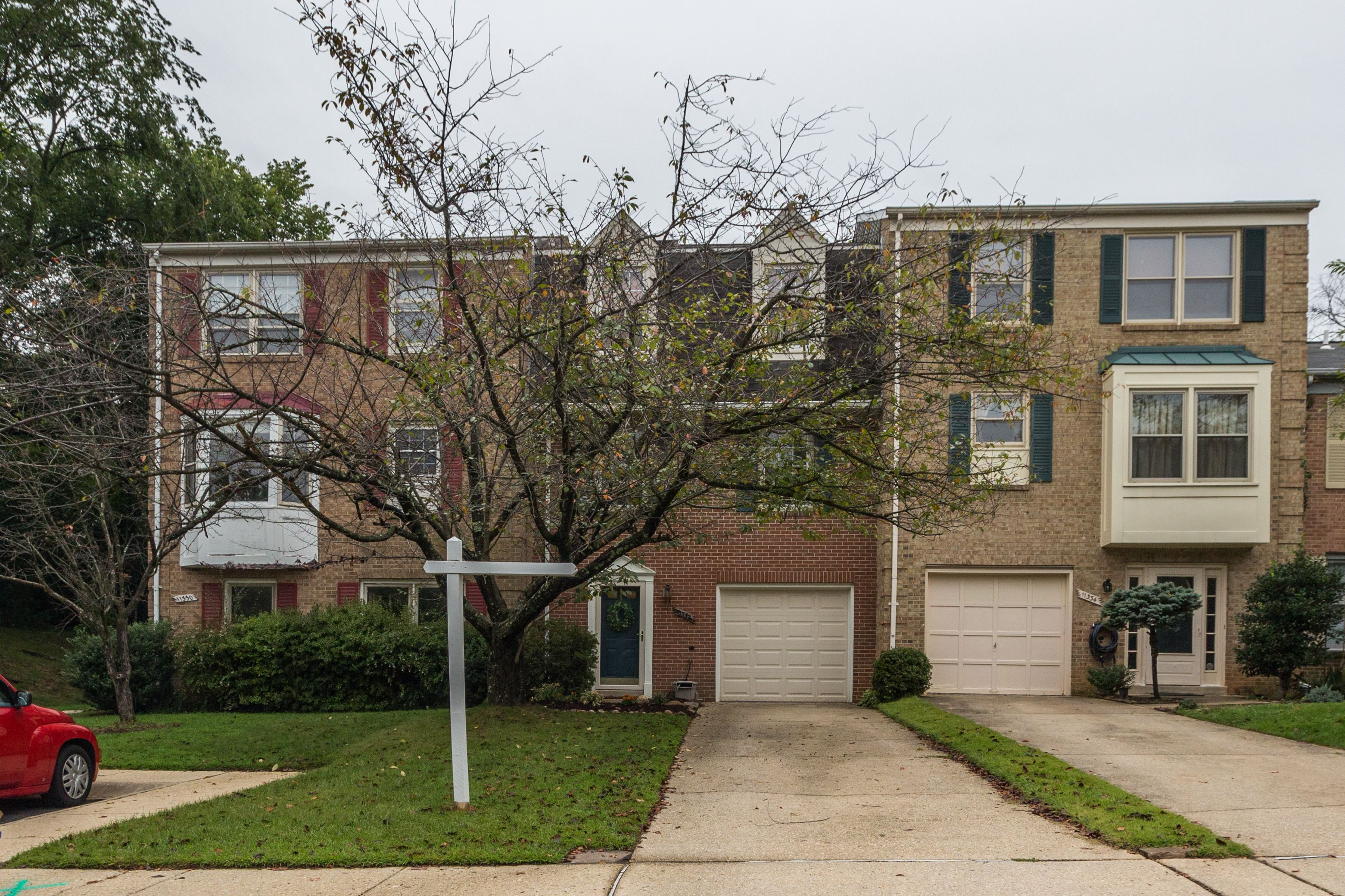 NEW LISTING: Gorgeous Garage Townhome In Silver Spring
