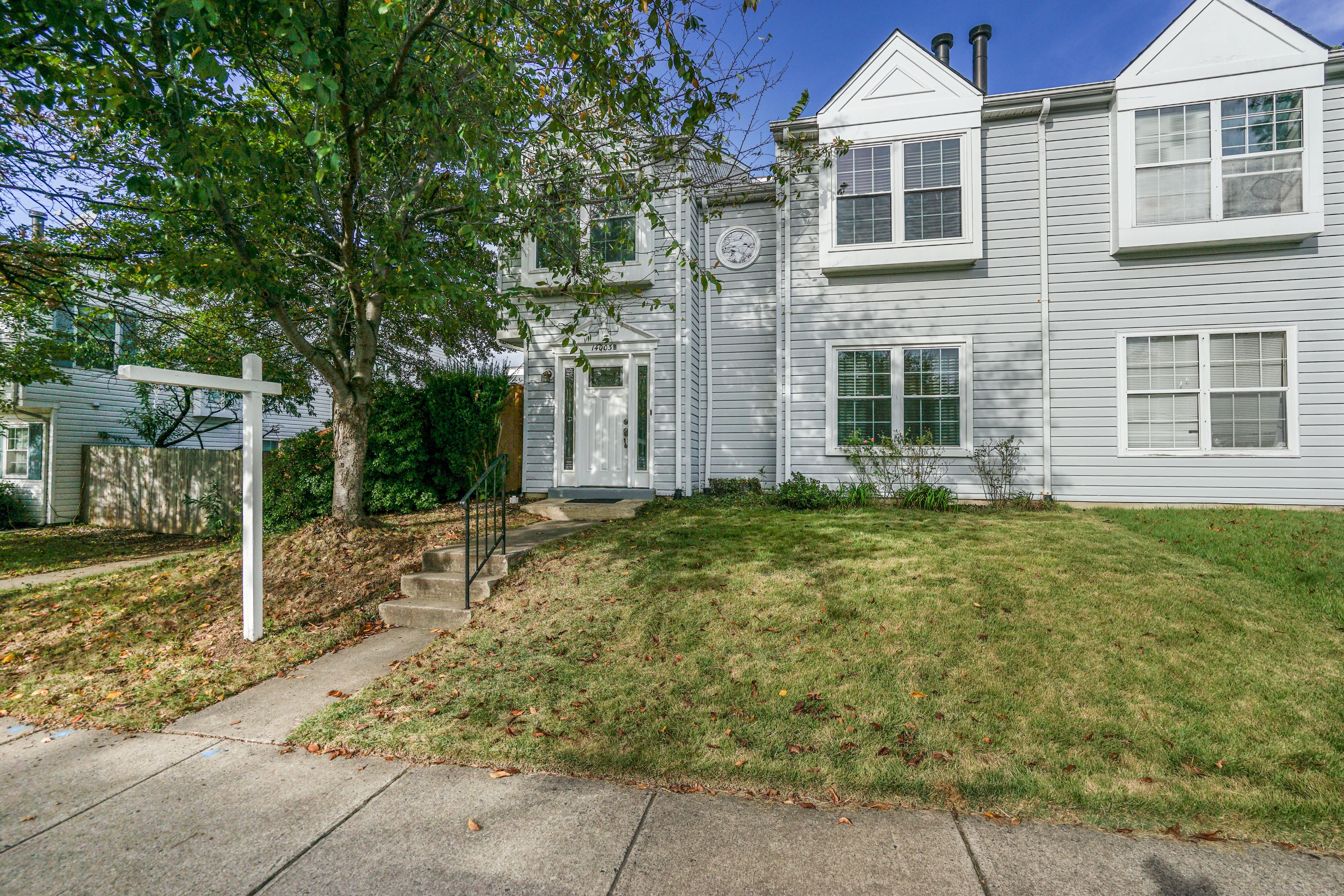 NEW LISTING: 3 BDR End Unit Townhome With Large Patio in Centreville