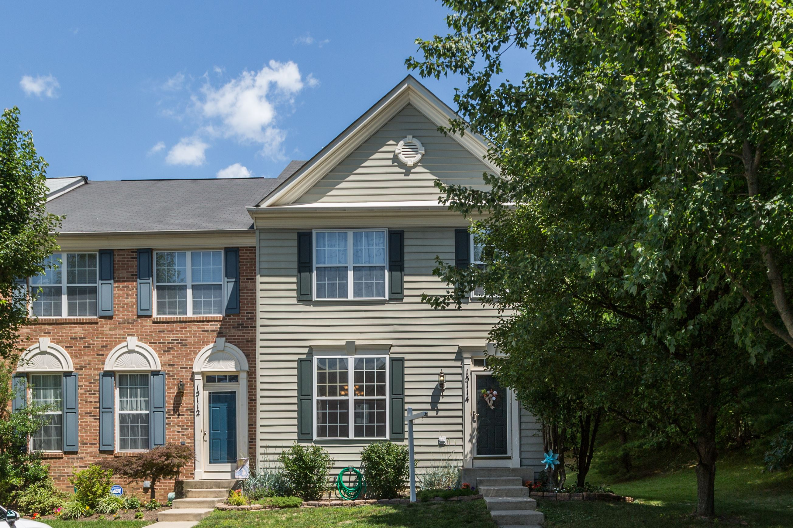 NEW LISTING: Beautifully Maintained End Unit in Longmeade