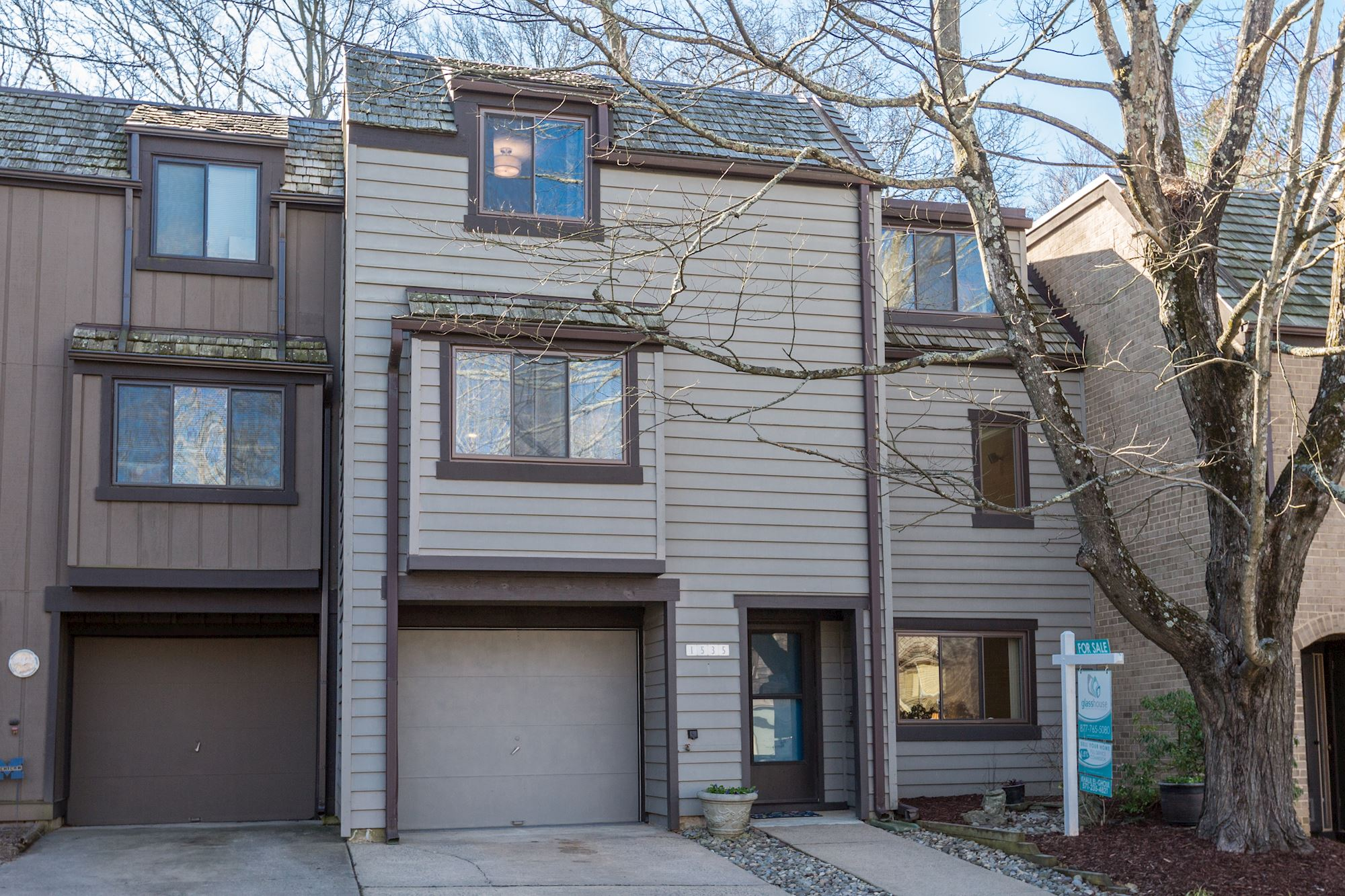 SOLD: 4 BD Renovated Townhome in Reston