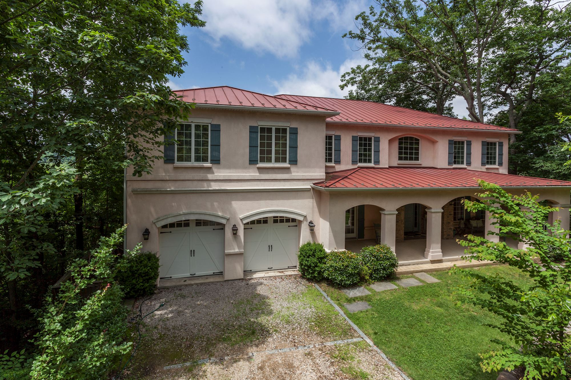 NEW LISTING: 5 BD Exquisite Home in Great Location