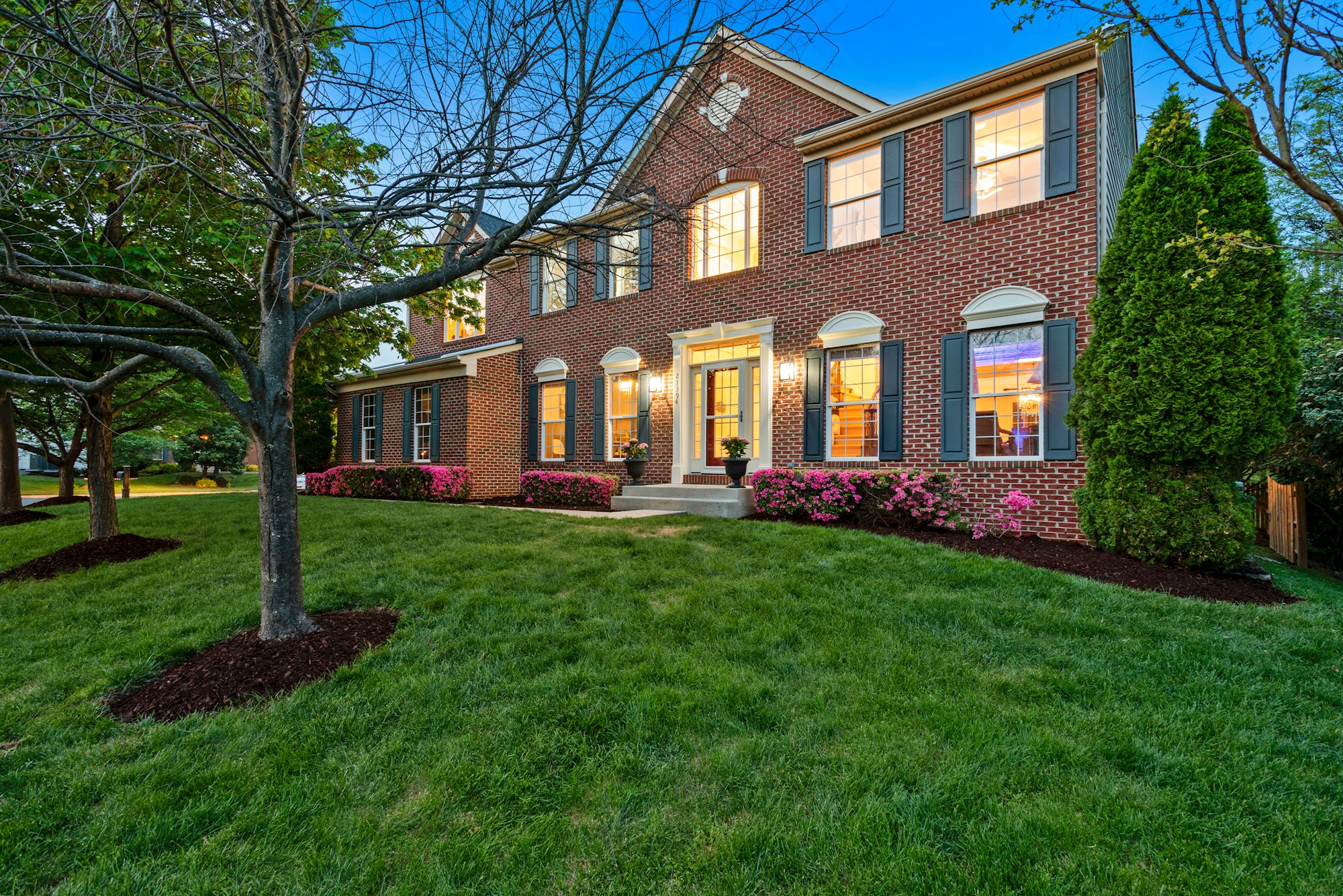 Elegant and Stately 5 Bd Colonial Home in Ashburn,VA