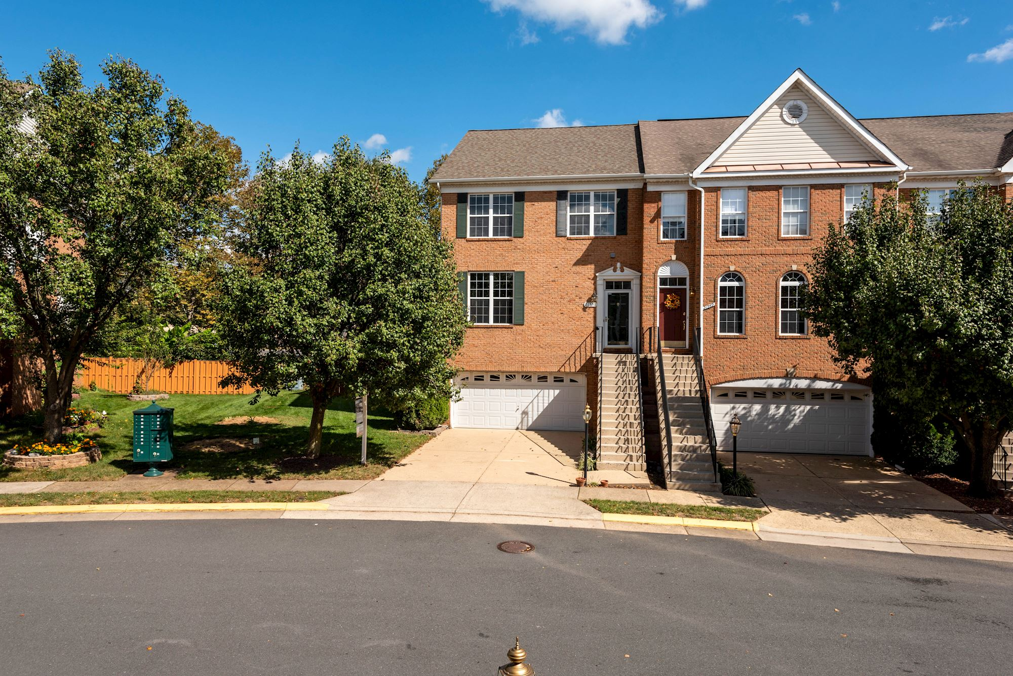 SOLD: 3 BD Modern and Bright Townhome in Ashburn,VA