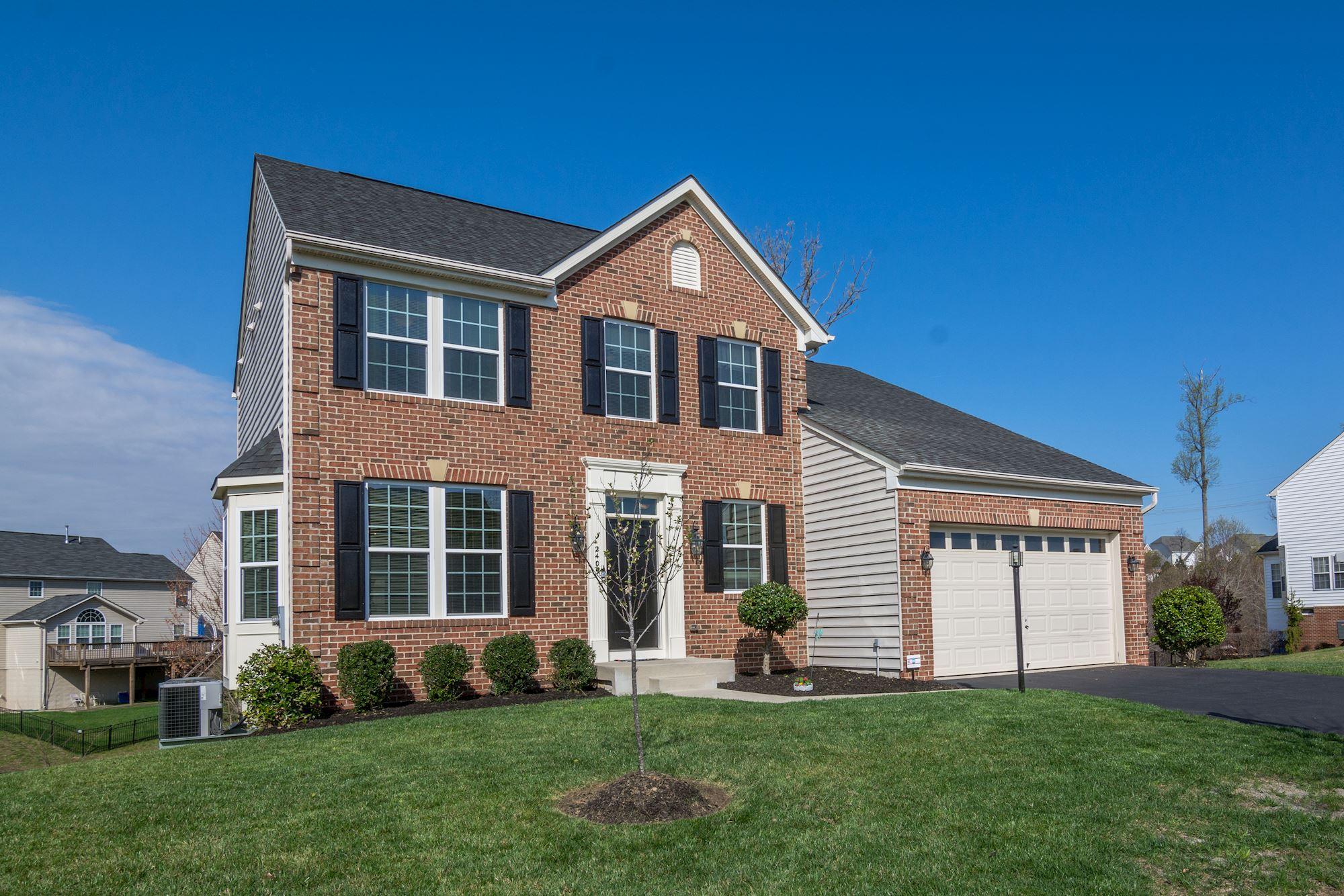 NEW LISTING: 4 BD Corner Lot Home in Woodbridge,VA