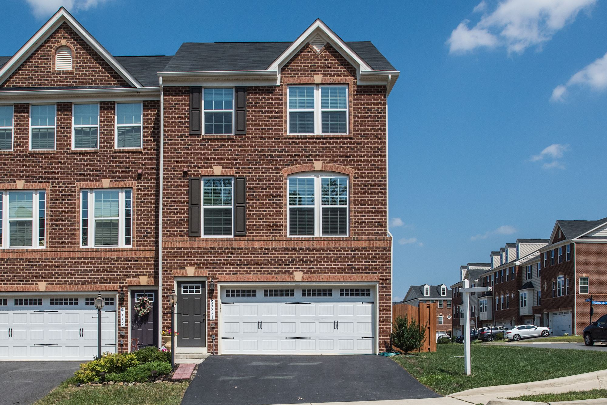 NEW LISTING: 3 BD Open & Bright End Unit in Aldie, VA