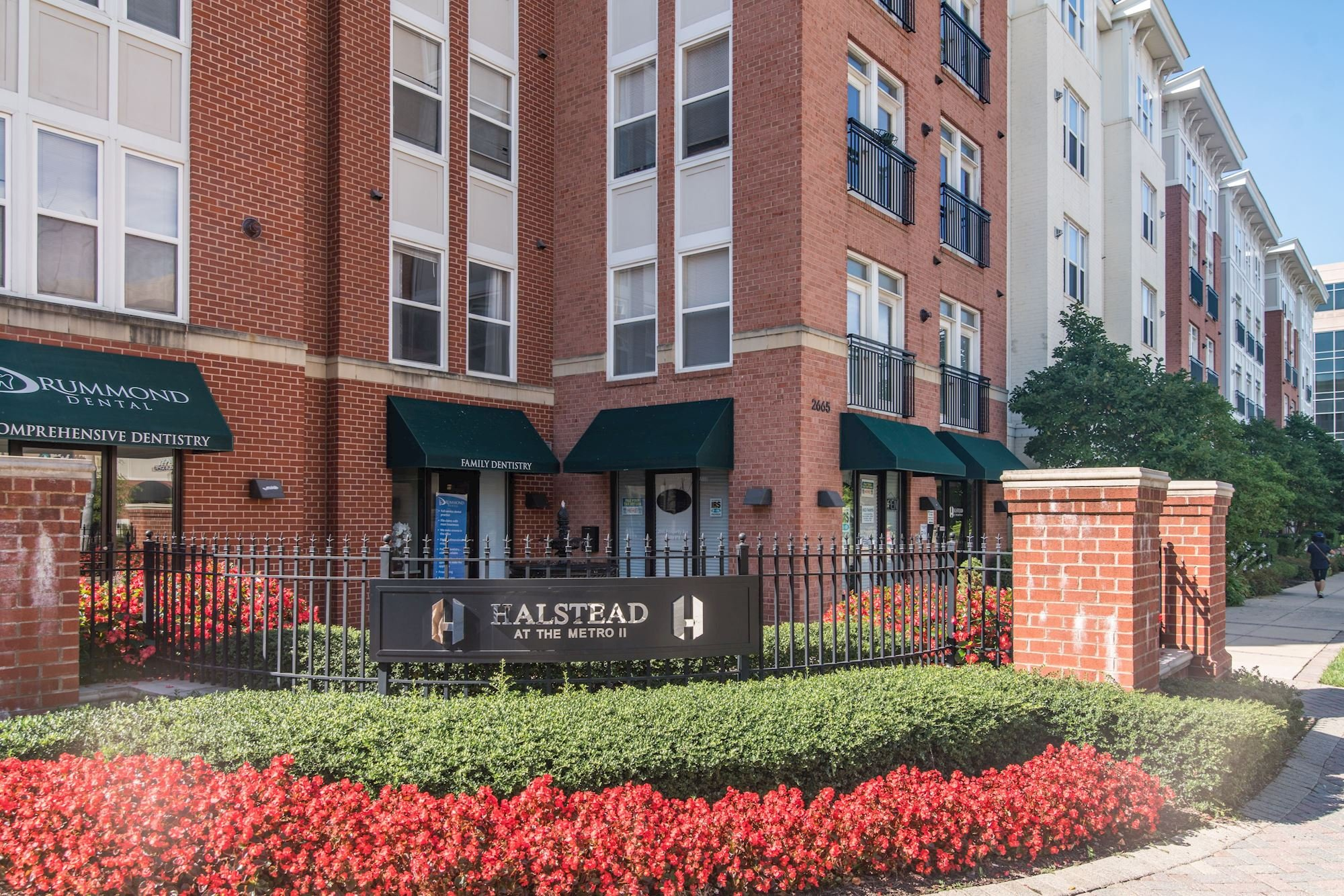 NEW LISTING: 2 Level 1 BD With Den in Halsted Condo