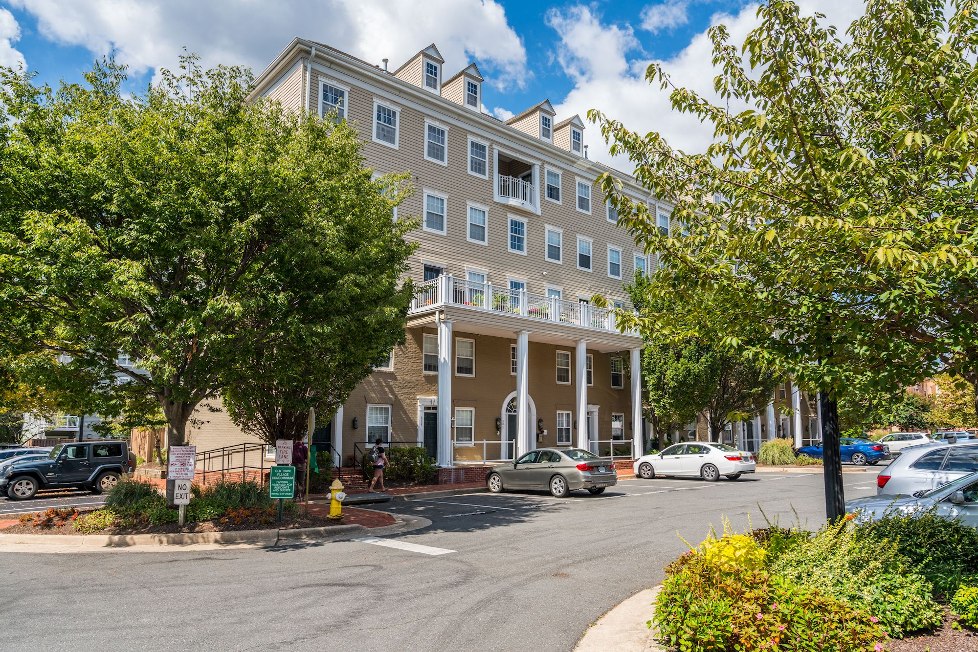 NEW LISTING: Turnkey 1 BD Condo Minutes From Old Town Alexandria, VA