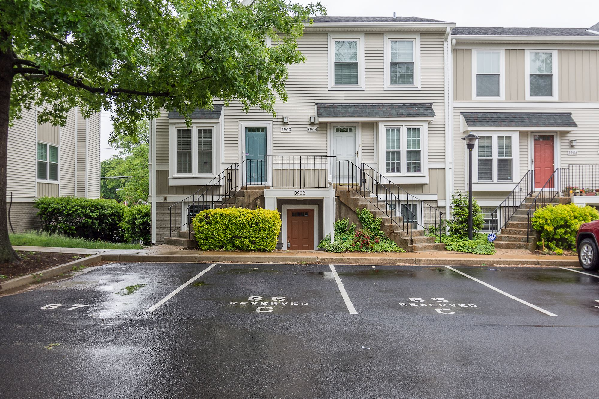 NEW LISTING: 2BD Condo in Alcova Heights