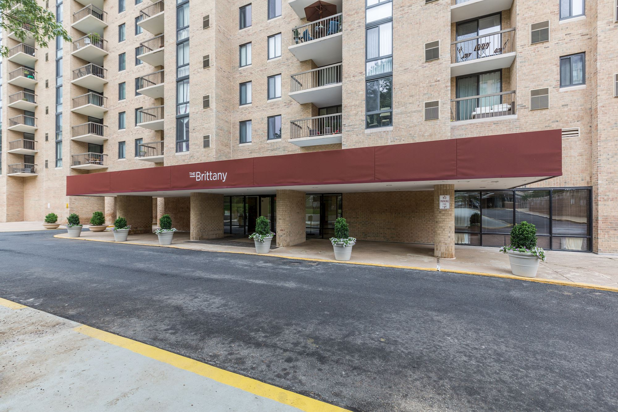 NEW LISTING: Luxury 2 BD, 2 BA 11th Floor Unit in Arlington