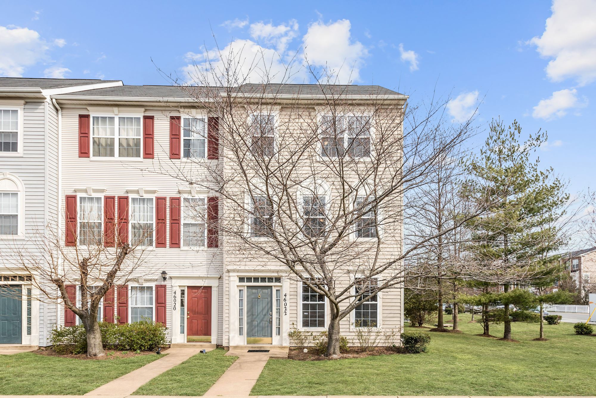 NEW LISTING: 4BR/2.5BA End Unit TH in a Fantastic Sterling, VA Location