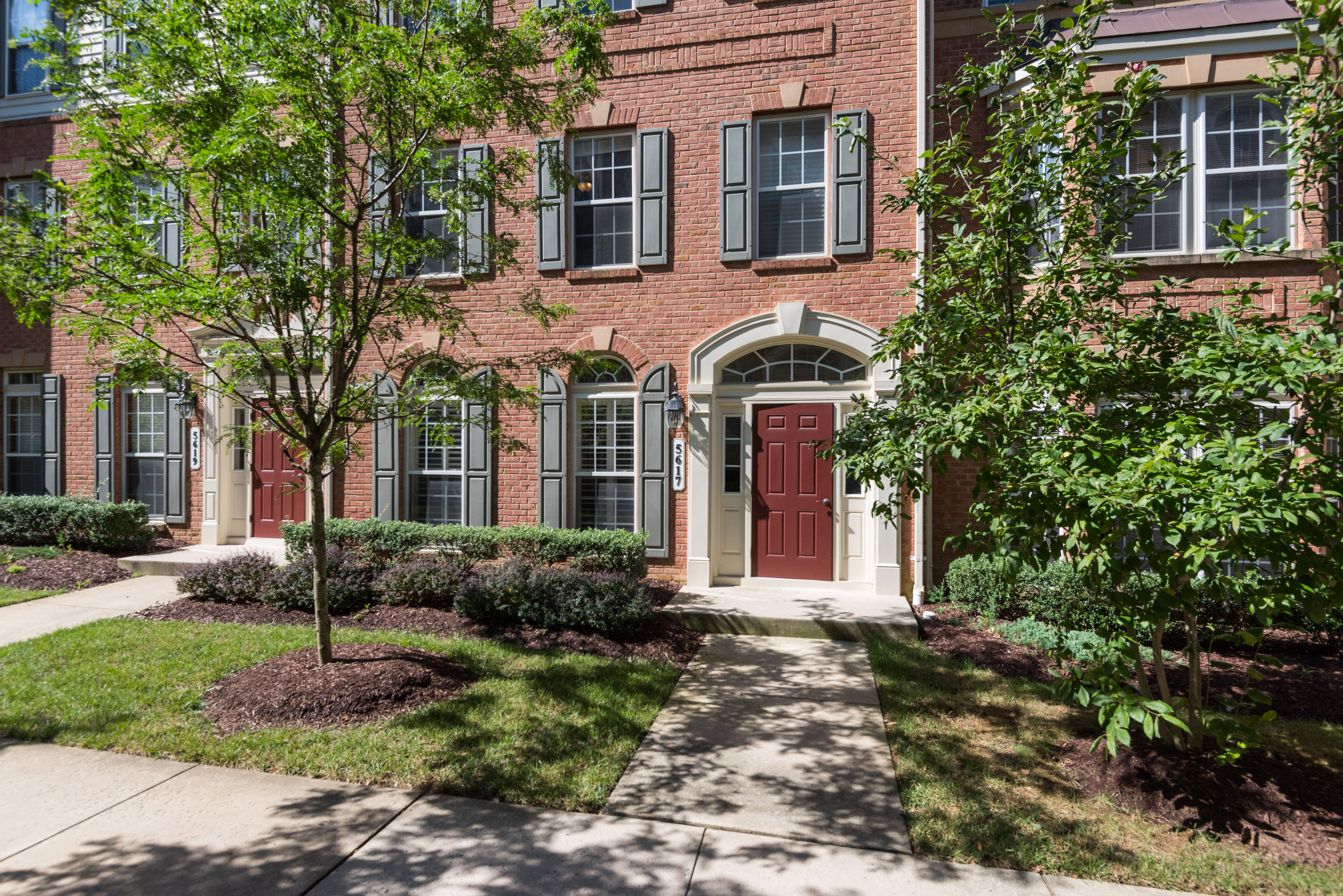 NEW LISTING: Modern Upgraded Alexandria Townhome