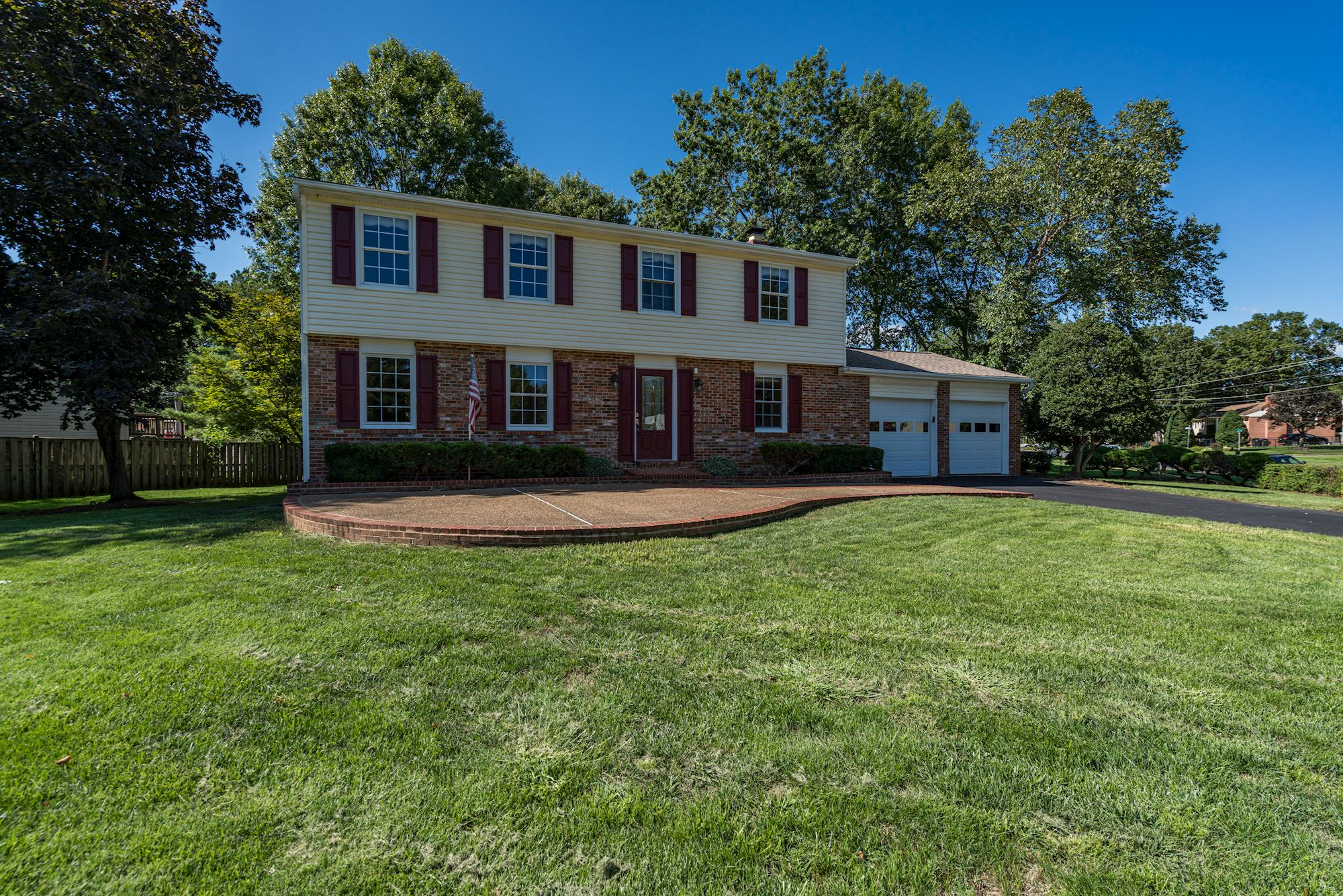 NEW LISTING: Beautifully Upgraded 4 BD in Centreville, VA