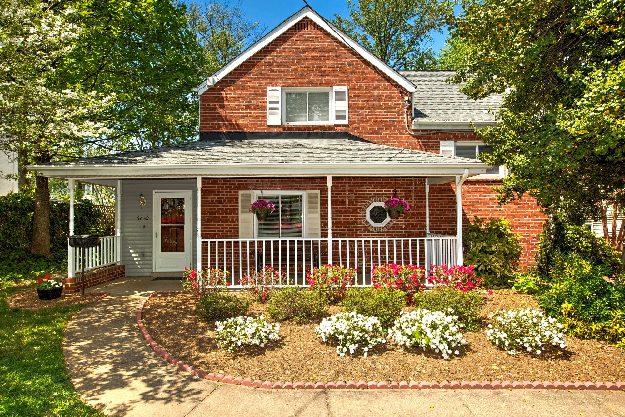 SOLD: Renovated 5 Bedroom in Falls Church