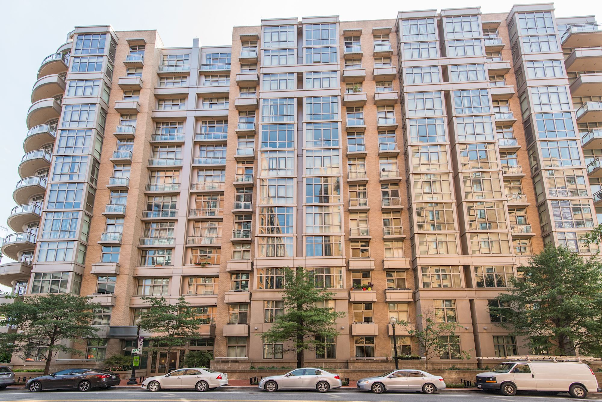 NEW LISTING: City Living in 1 BD Mount Vernon Triangle Loft