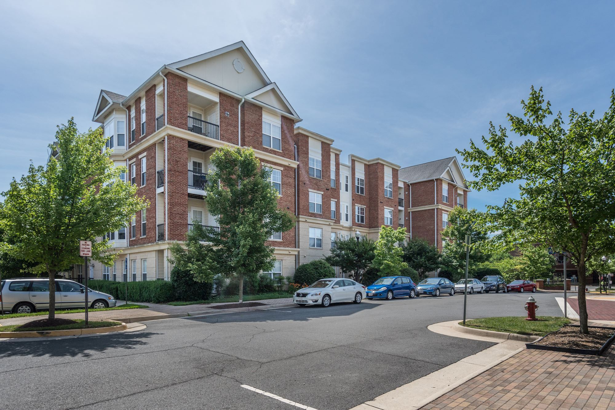 NEW LISTING: 2 BD Corner Unit in Herndon, VA