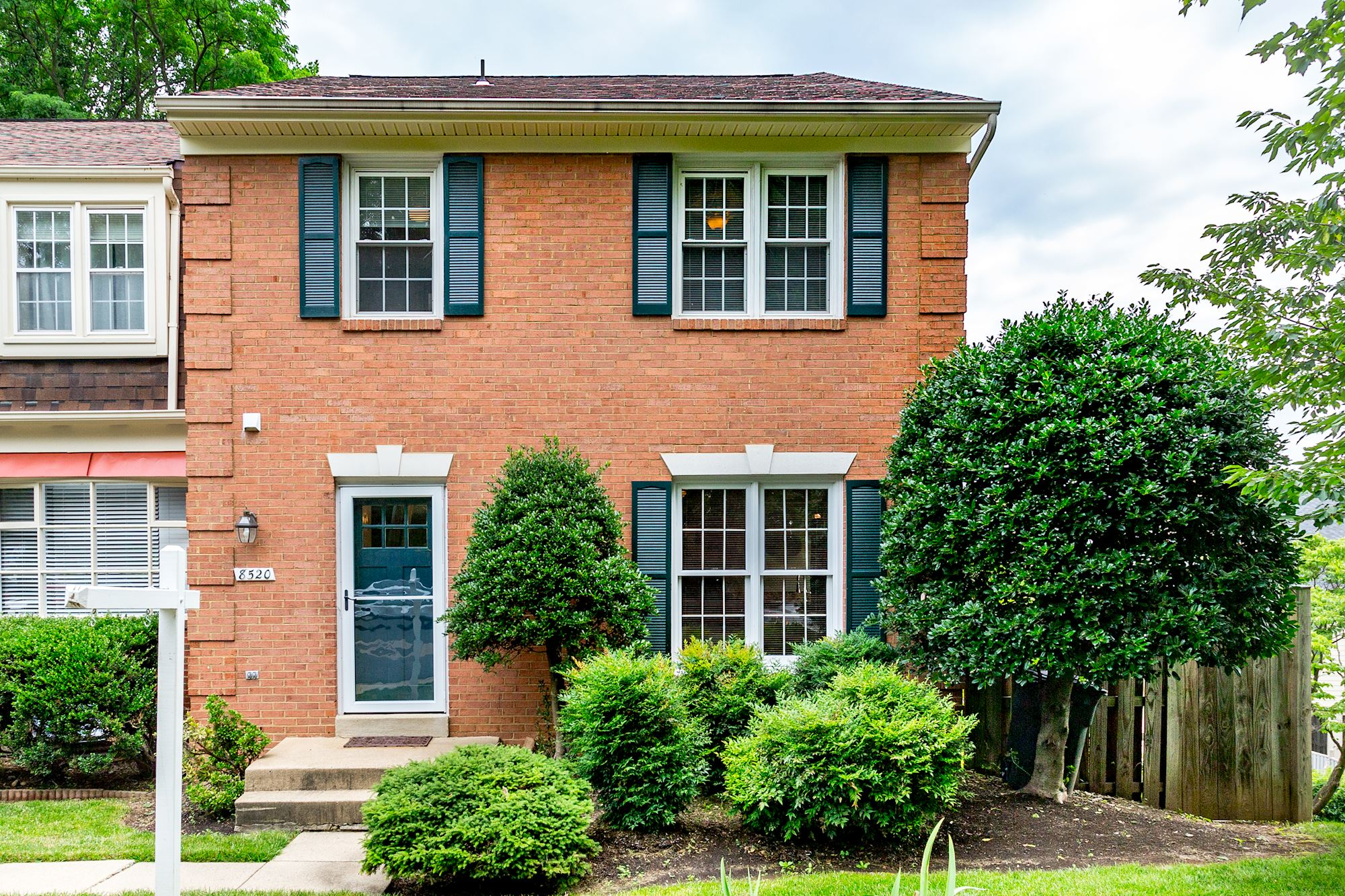NEW LISTING: Beautiful End Unit Townhome in The Heart of Tyson