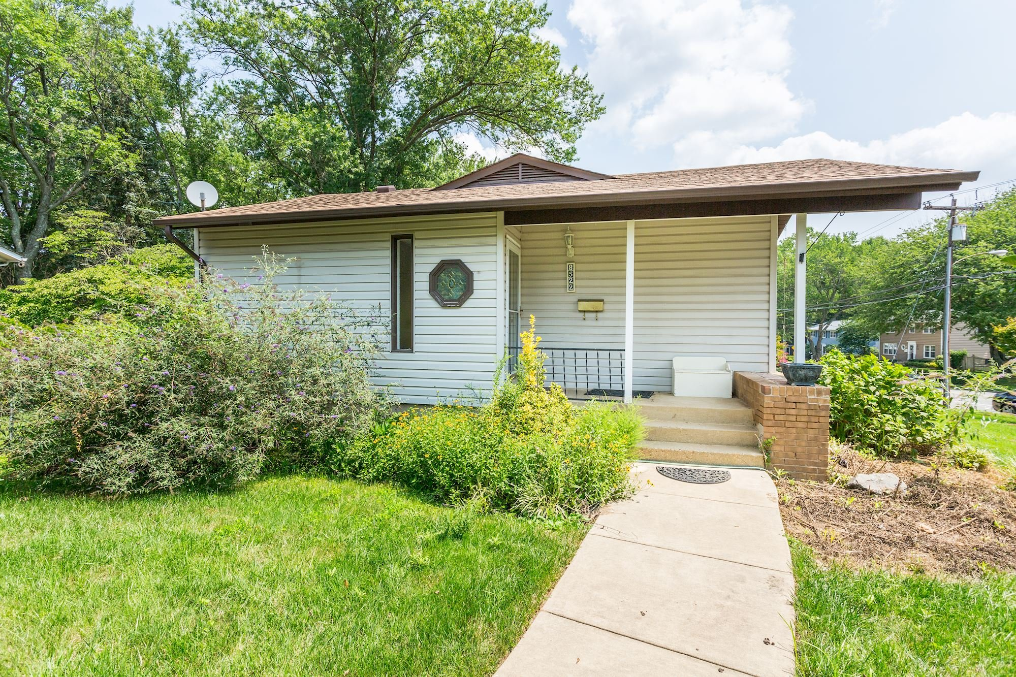 NEW LISTING: Rare 3 BD Beautifully Maintained Vienna Home