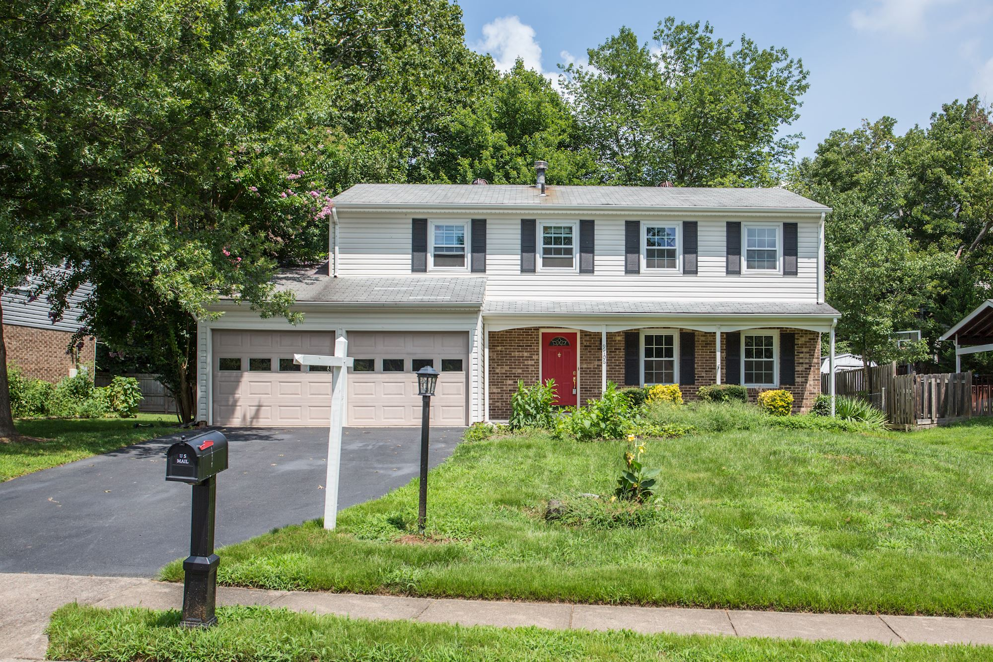 NEW LISTING: Turnkey Colonial With Large Living Spaces in Fairfax, VA