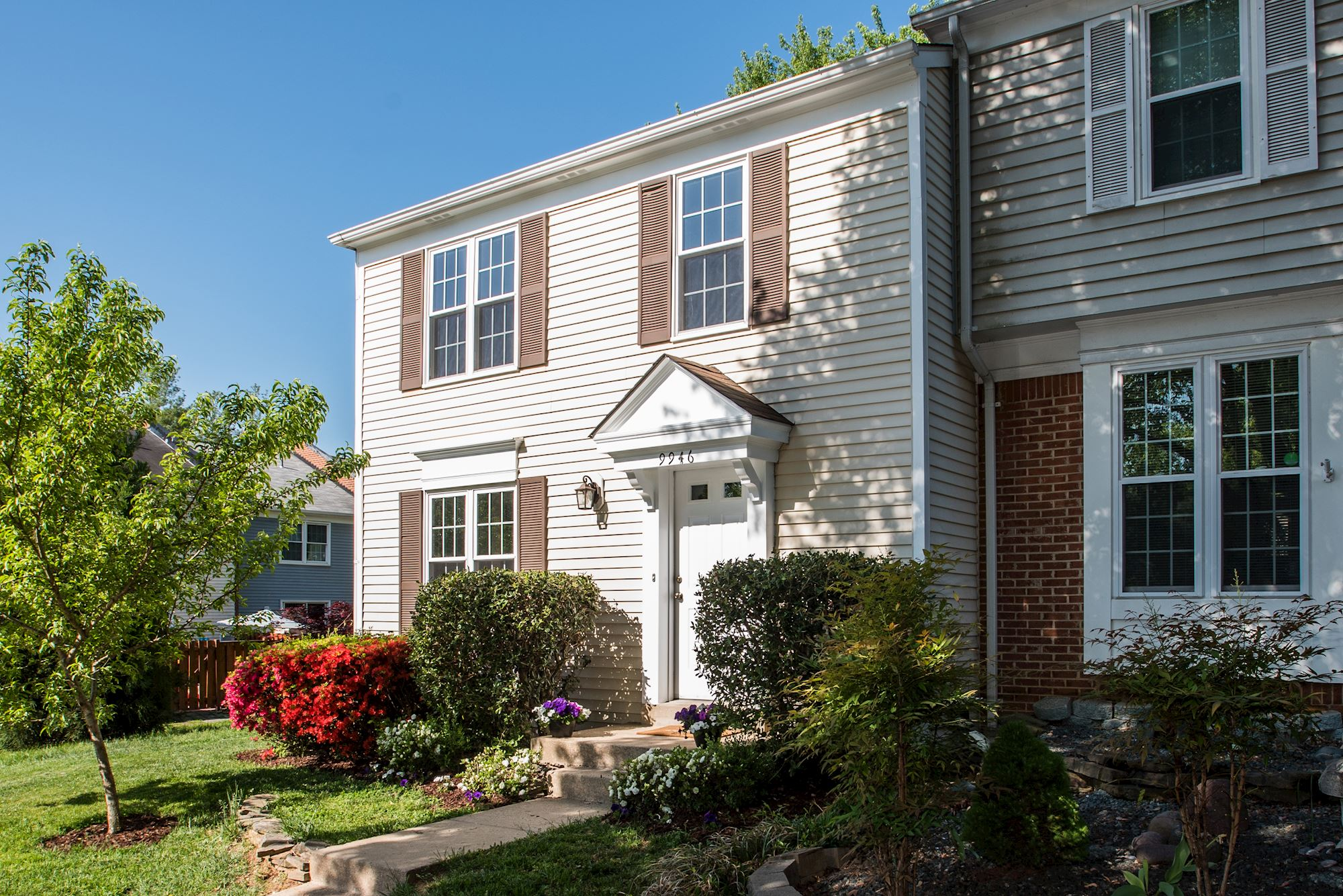 NEW LISTING: 3 BD End Unit Townhome in Heart of Burke Centre